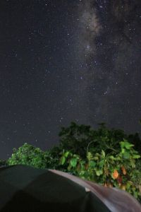 It doesn't need any effort to see the milkyway (Photo by Danis Kurnia, ig: daniskurnia)