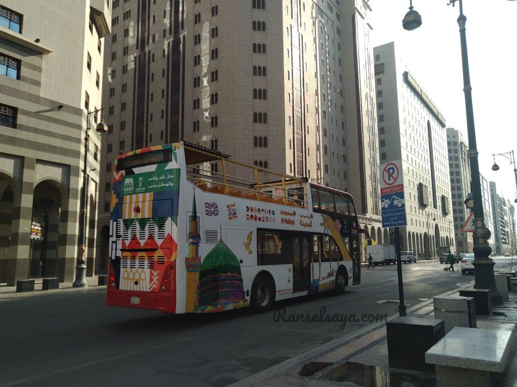 tourist-bus-madinah-ransel-saya